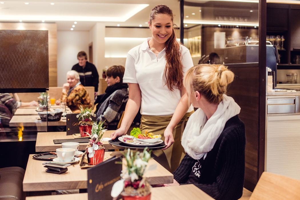 Platz zum Wohlfühlen das Café der Bäckerei Frank in Riedenburg