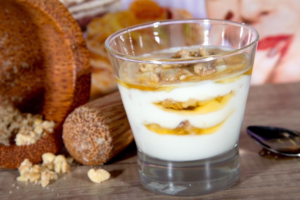 joghurt-mit-honig-fruehstueck-baeckerei-frank