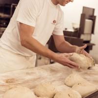 Brotbacken ist bei uns Handarbeit